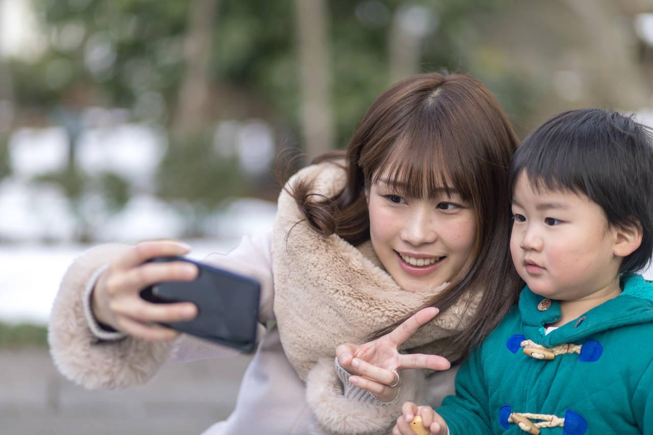 ママにおすすめのスマホって?事業者の選び方と使えるアプリを紹介