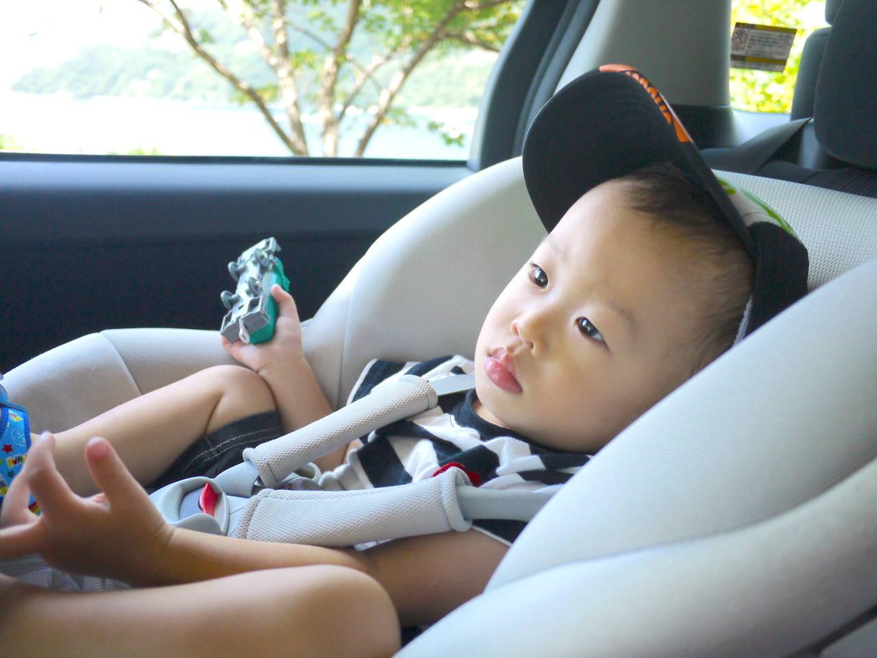 車内で増える子どもの荷物の収納法!選び方とおすすめの収納グッズ