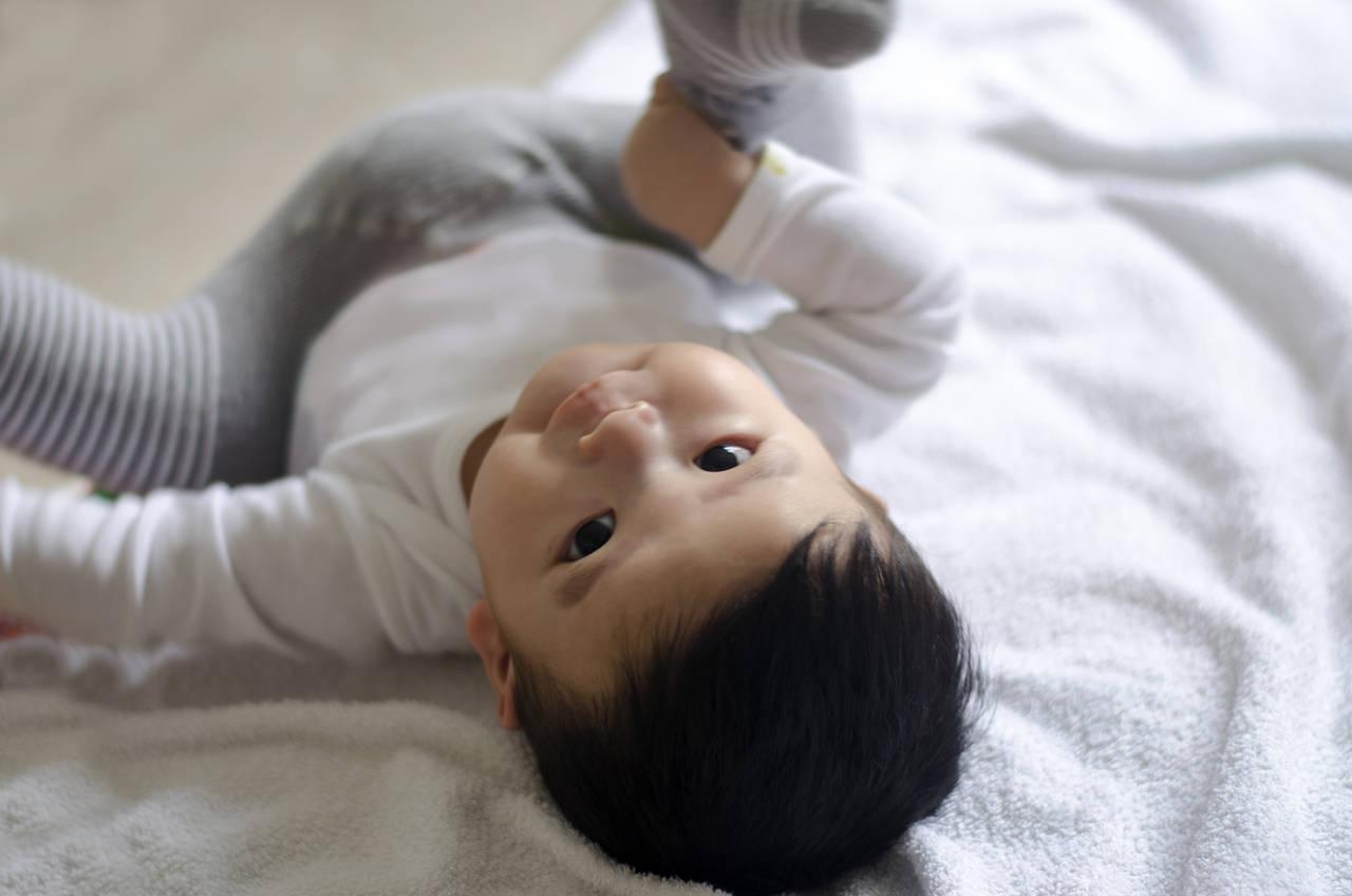 転がる赤ちゃんの頭のけがを防ごう!転がりやすい原因とけがの防止策