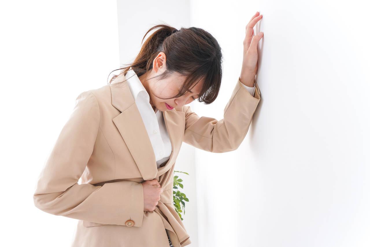 仕事にも影響するつらい生理の対策は?今どきの働く女性と生理の事情