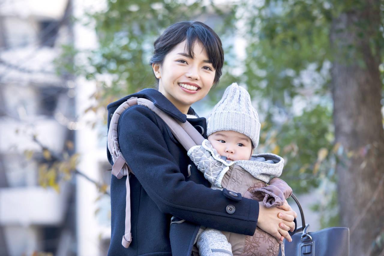 抱っこ紐で赤ちゃんと冬場の外出!赤ちゃんの服装や寒さ対策、注意点