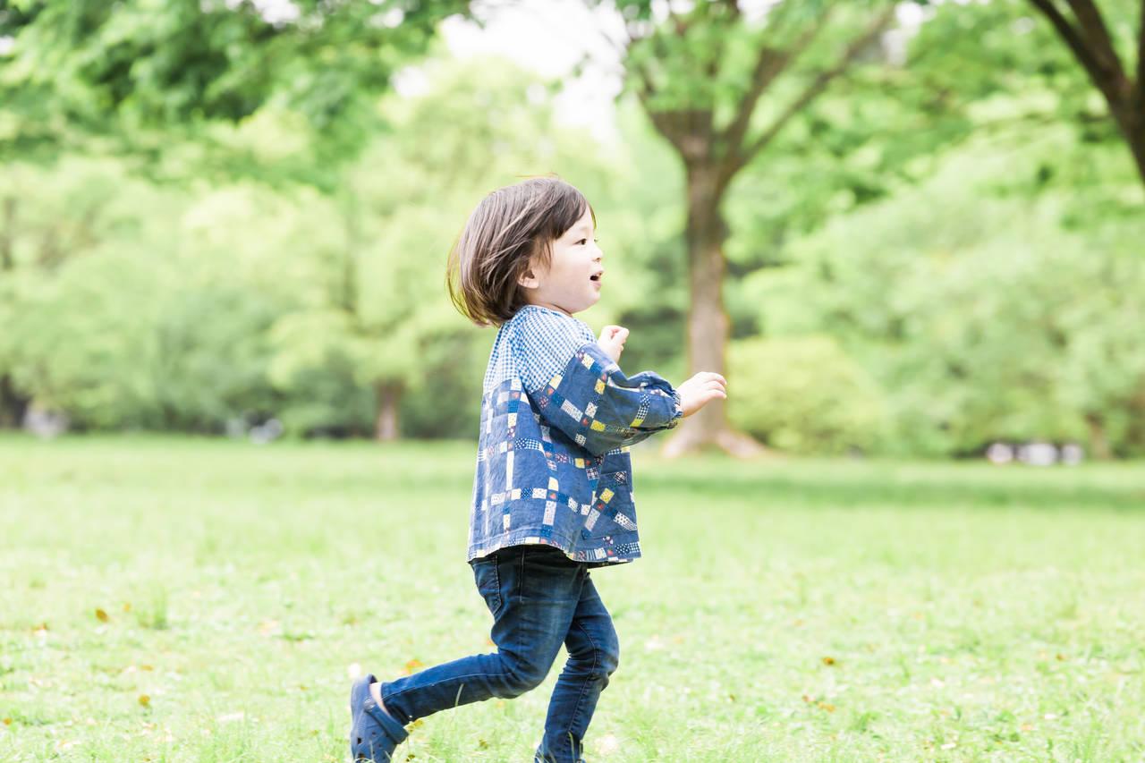 子どもは何歳になったら走り始める?走るのが好きになる方法や注意点