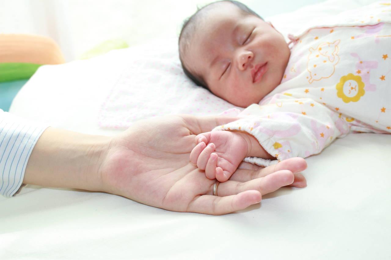 冬に赤ちゃんの手が冷たいのはなぜ?上手に対応して快適に過ごそう