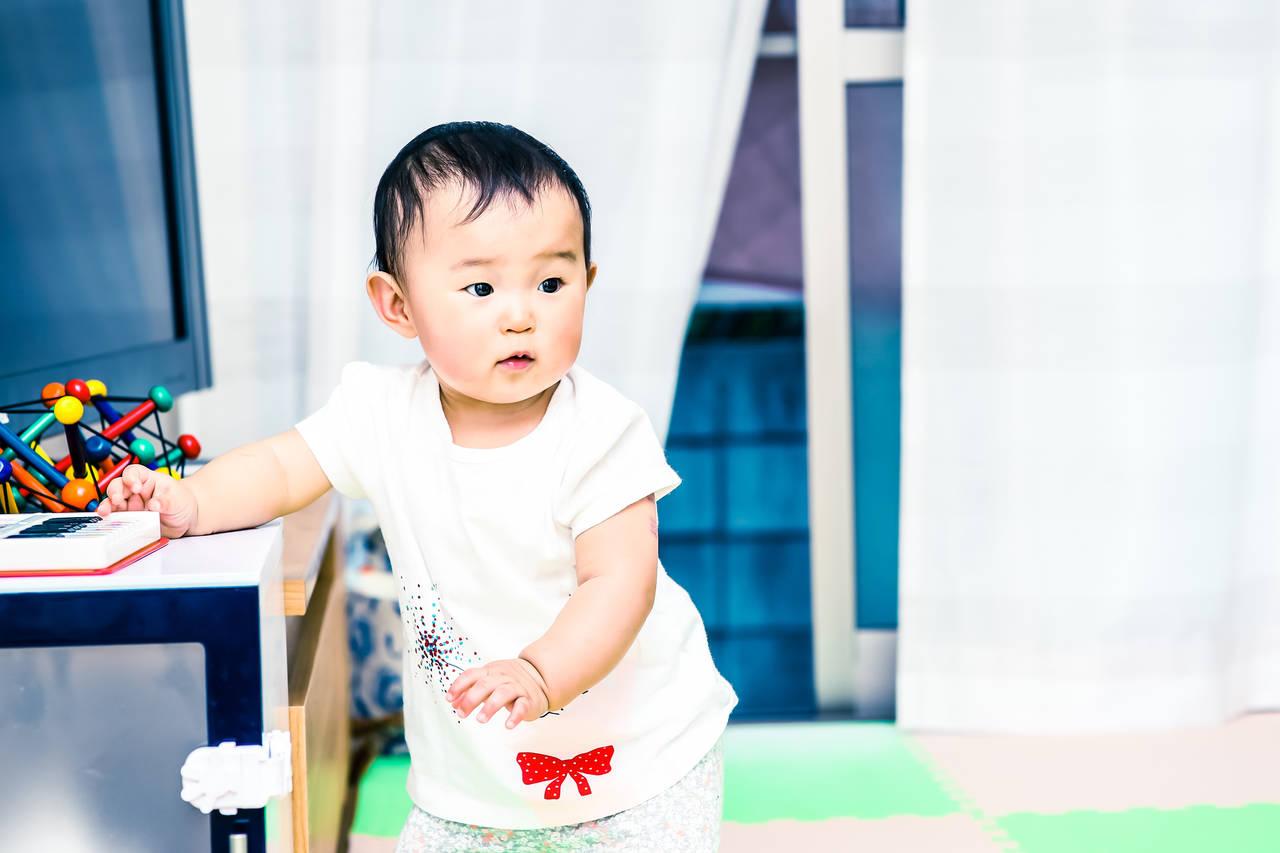 赤ちゃんのテレビ台へのイタズラを阻止しよう!安全対策や防止策とは