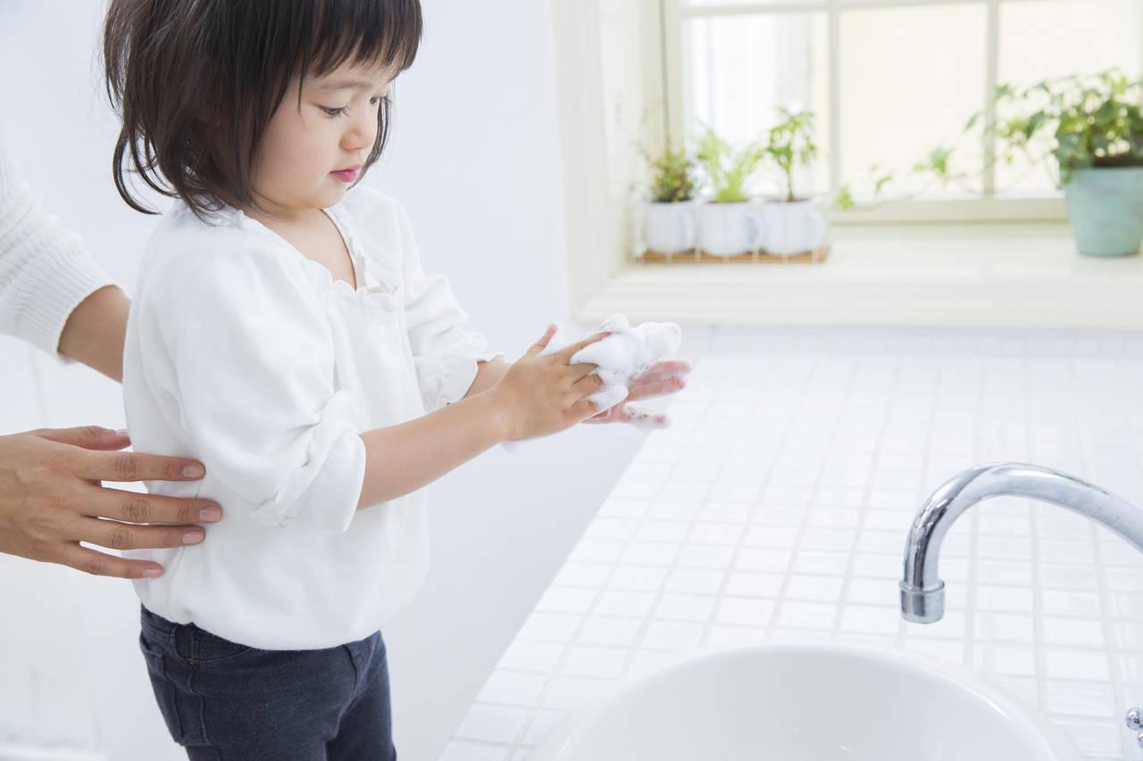 赤ちゃんの帰宅後の手洗いはいつから?手洗いの始め方とポイント
