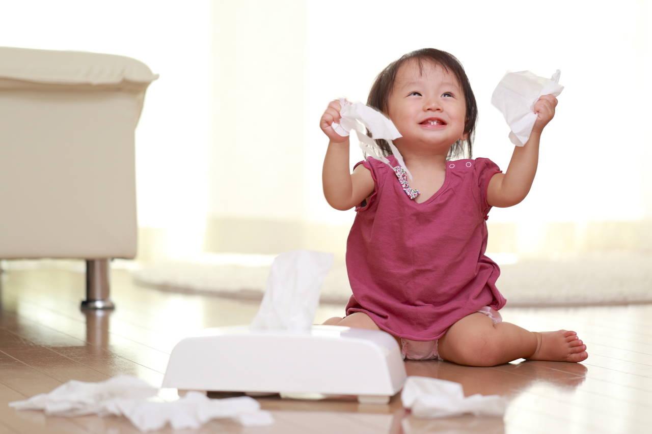 イタズラな赤ちゃんには専用おもちゃを!対策や手作りアイデアを紹介