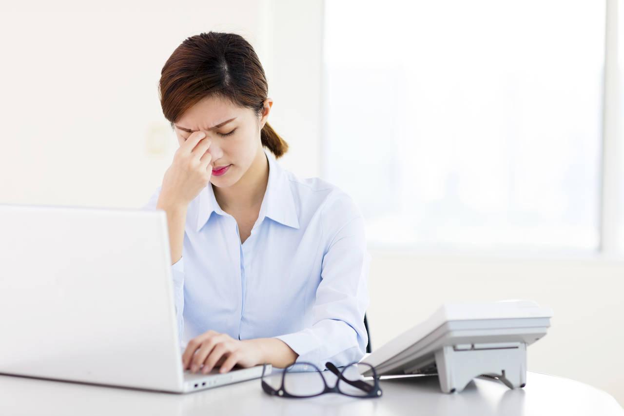 生理が原因で仕事がうまくいかない!生理痛の予防策や対処法について
