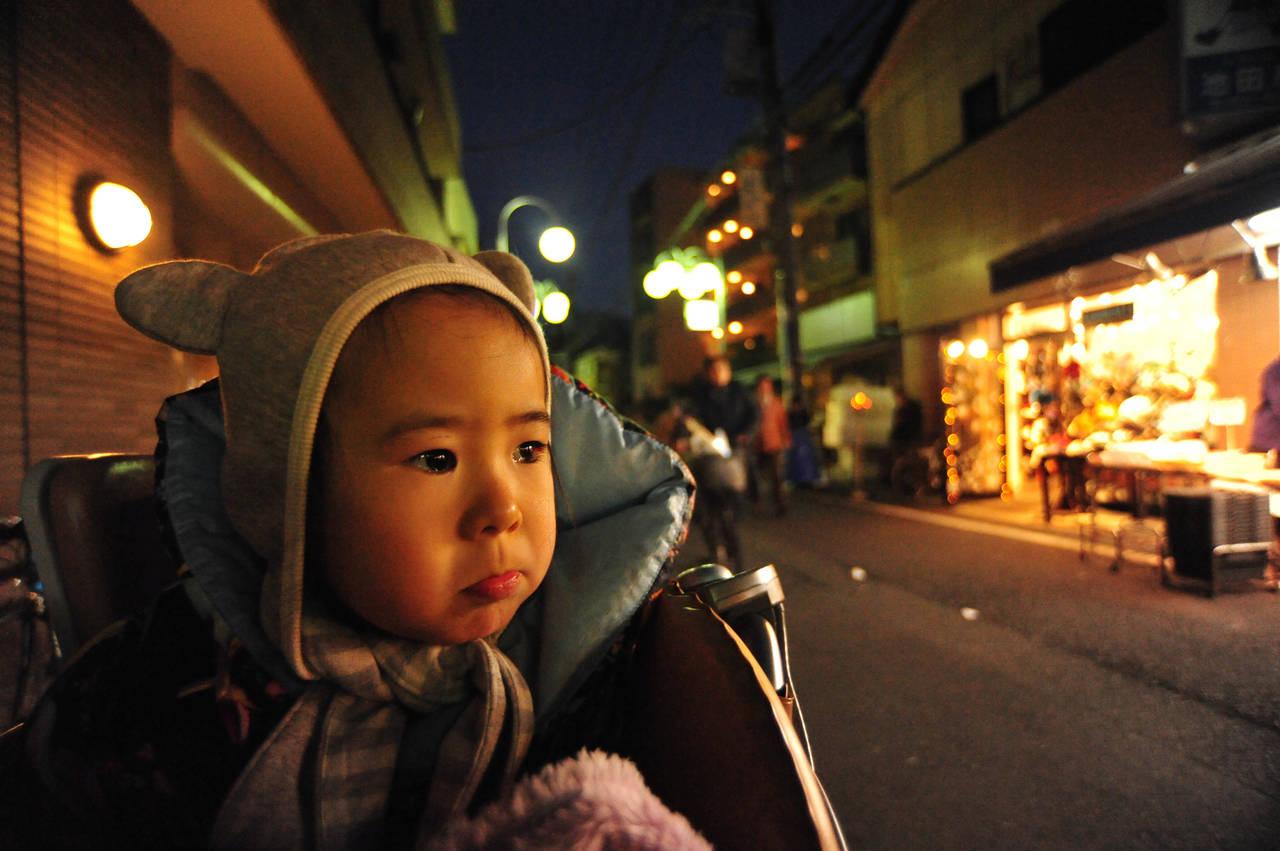 幼児とのお散歩は夜でも楽しい!メリットと時間帯や注意点を知ろう