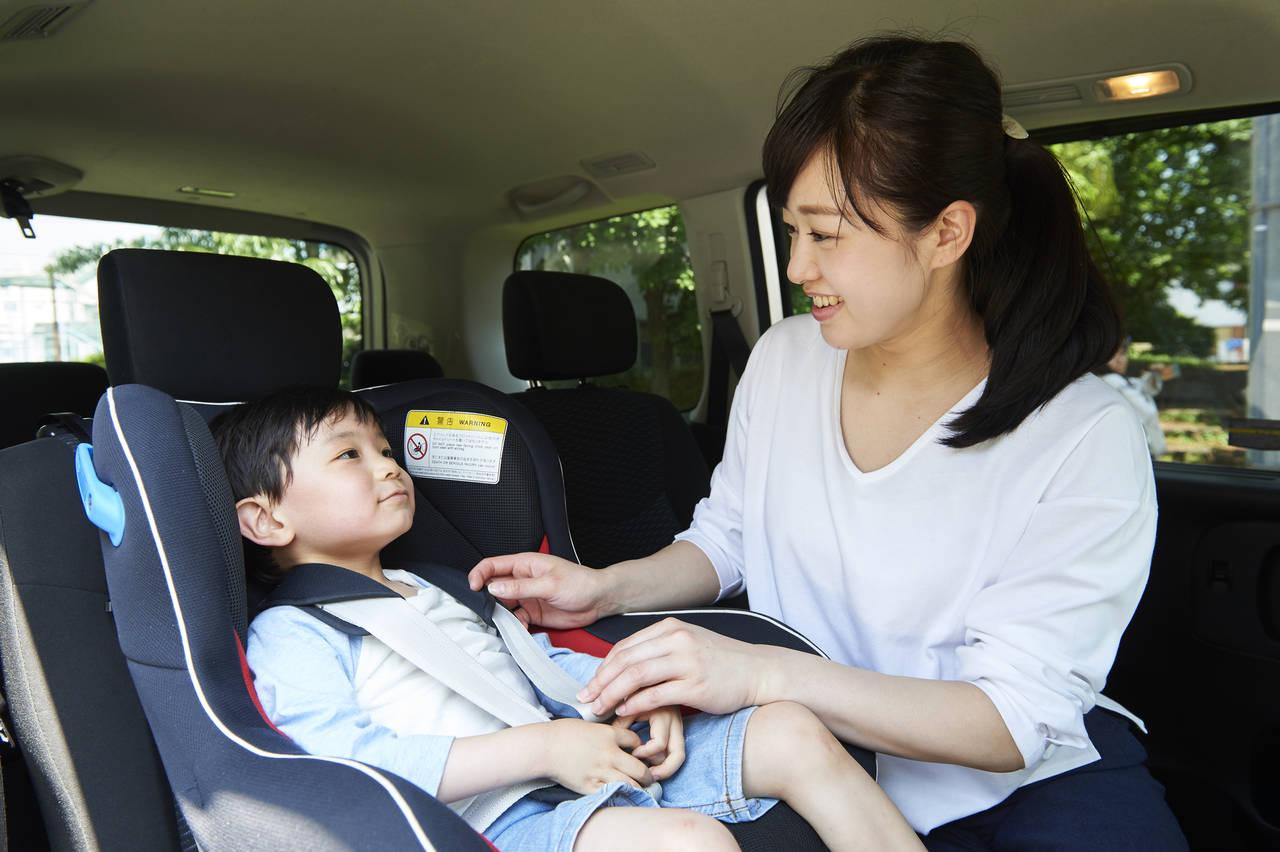 幼児用のチャイルドシートはいつから?必要性や選び方のポイント