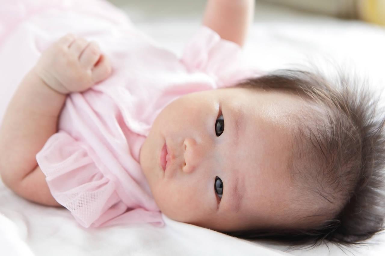 寝る赤ちゃんが首を振るのが心配!理由と気になるときの対処の方法
