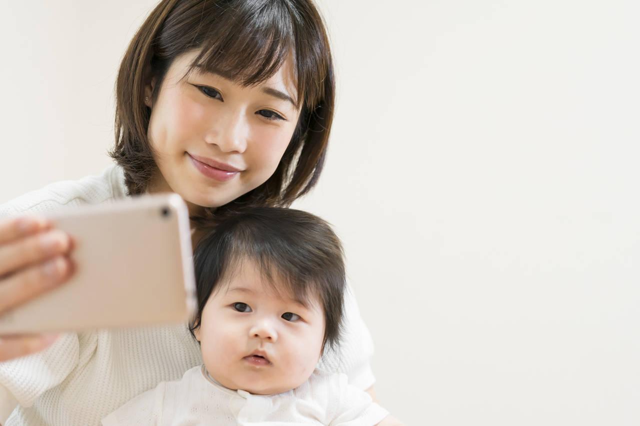 新米ママは育児日記を始めよう!アプリやブログ、手書きでの始め方