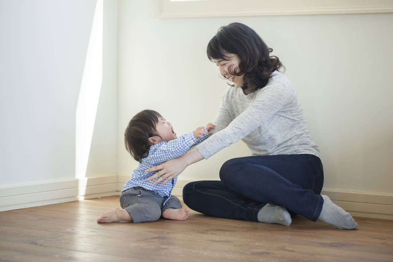 ママを探して泣くのはいつから?後追い時期の対策と早く脱出する方法