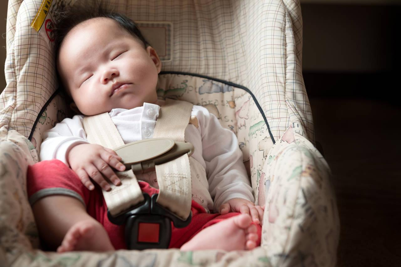 赤ちゃんと飛行機旅!飛行機でのチャイルドシート利用方法とは