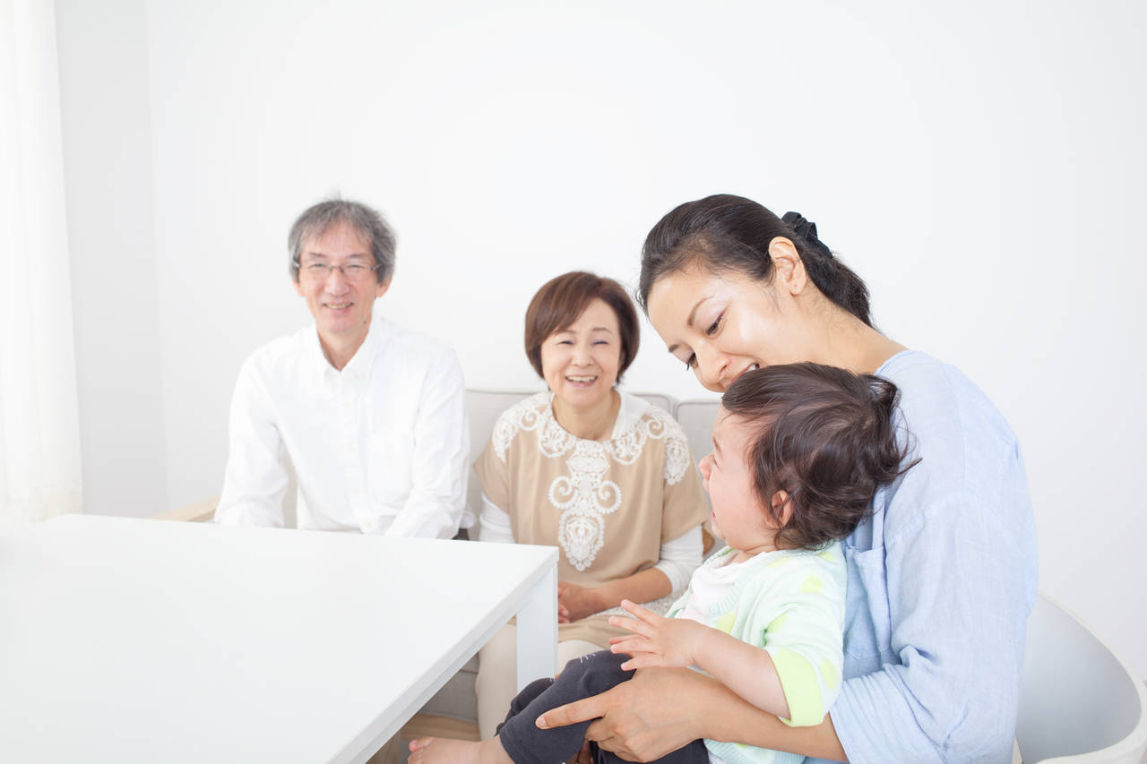 赤ちゃんが実家で泣くのは不安が原因?対処法とご機嫌になる過ごし方