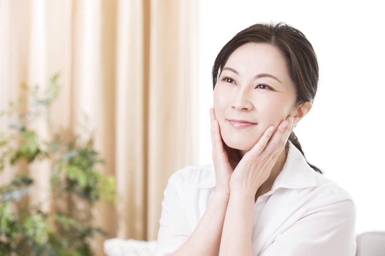 40代の顔のたるみの原因は?手軽にできる対策とスキンケア方法