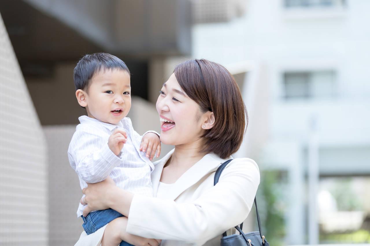 仕事と育児で悩むシングルマザーへ!うまく両立して問題を解決しよう