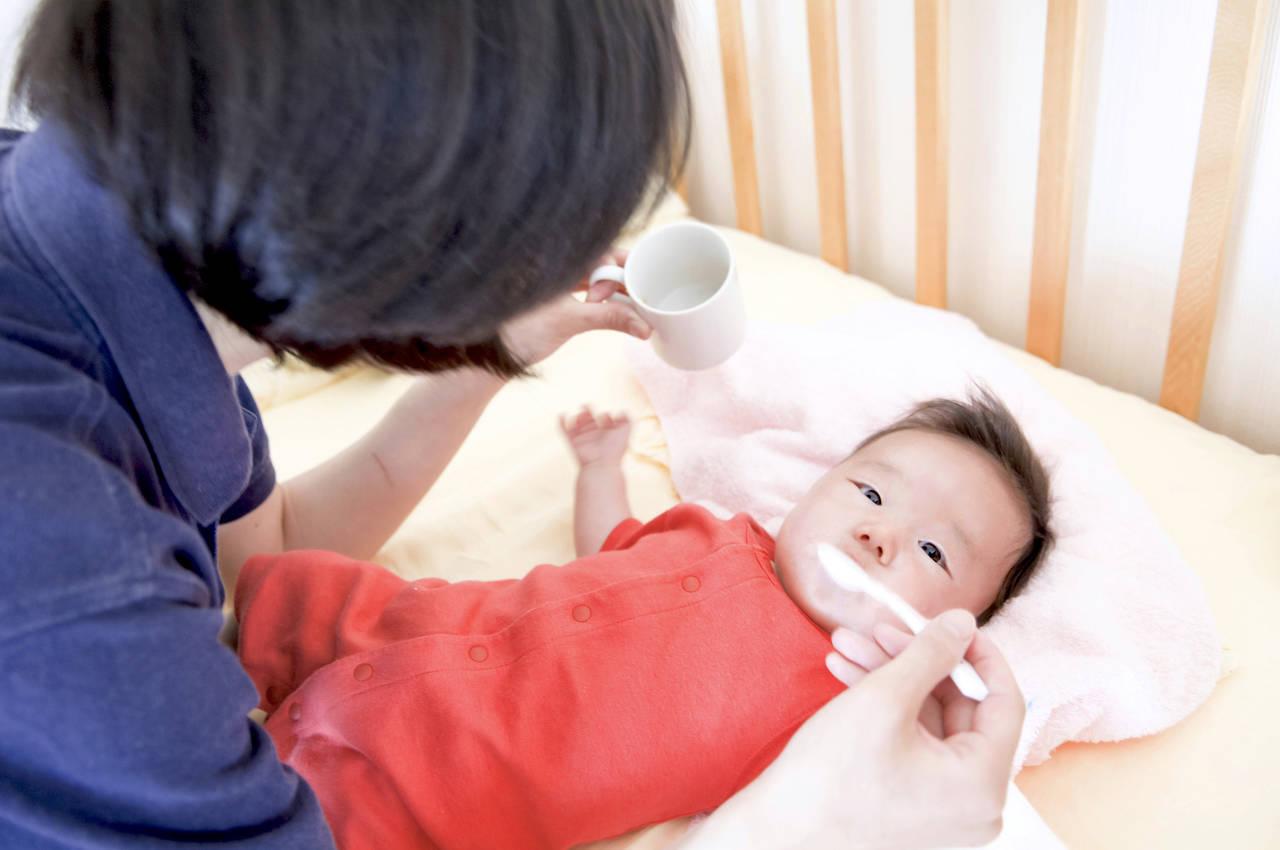 赤ちゃん用湯冷ましって何?特徴や作り方、湯冷ましの代用について