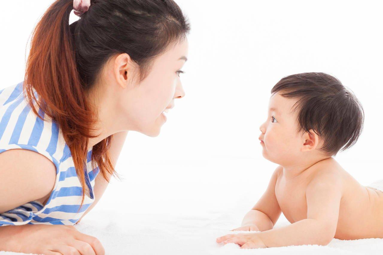 赤ちゃんの声がかわいい!クーイングから初語を話すまでの貴重な時期