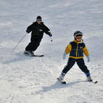 幼児とスキーを楽しもう!準備するものや上手な教え方とスキー場選び