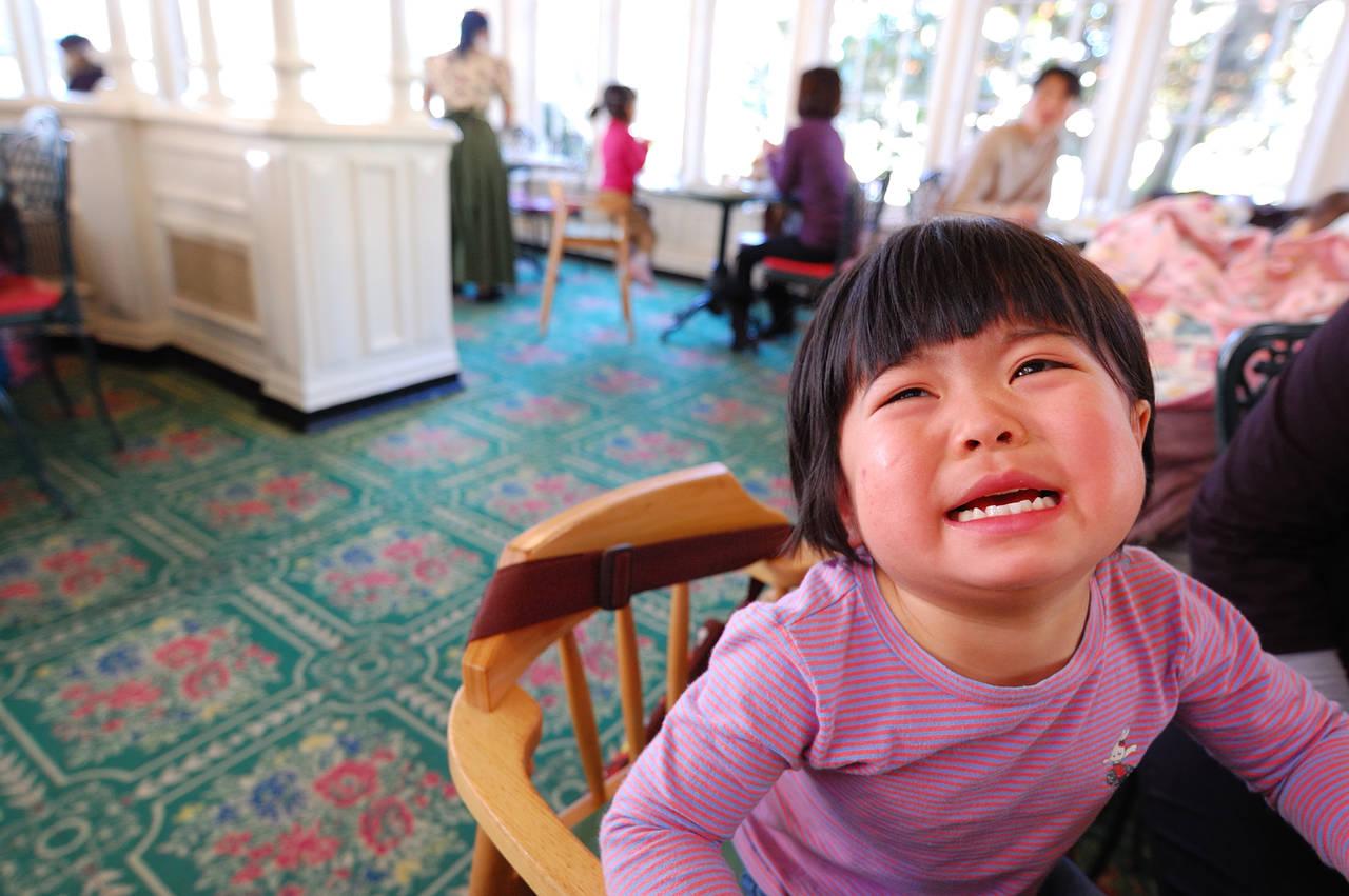 公共の場で子どもが大声を出して困る!対策や注意するポイントとは