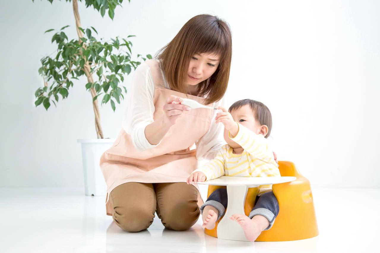 動く赤ちゃんの体温を正しく測ろう!体温計の種類と使うときの注意点