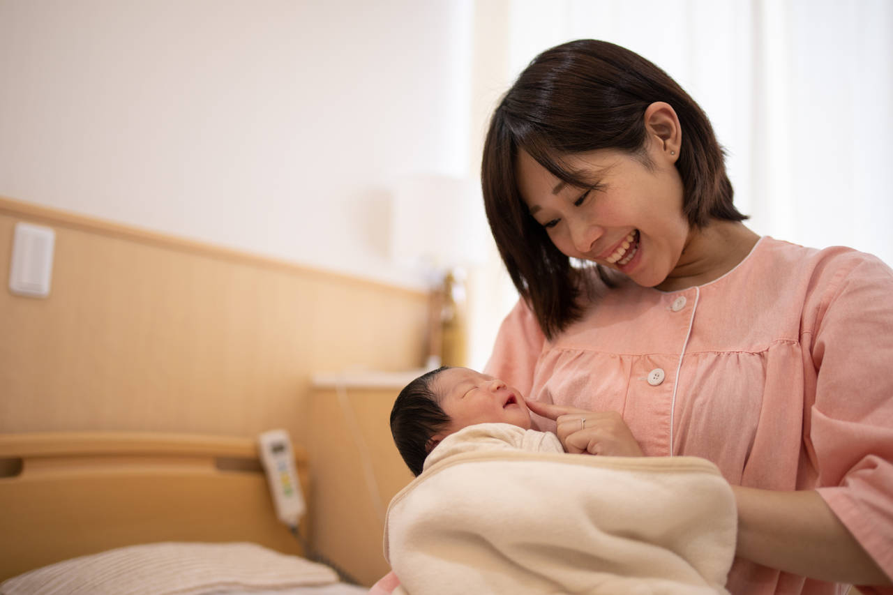 生後1週間の赤ちゃんの特徴って?健康チェックとお世話のポイント