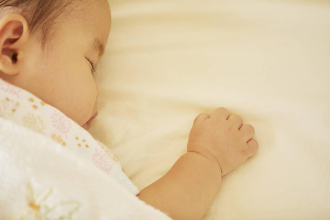 新生児はうつ伏せにしてよいの?危険性と安全な練習法を知ろう