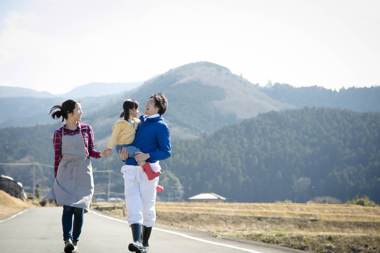 子育て世代は田舎暮らしも選択肢の一つに!特色や人気地方とポイント