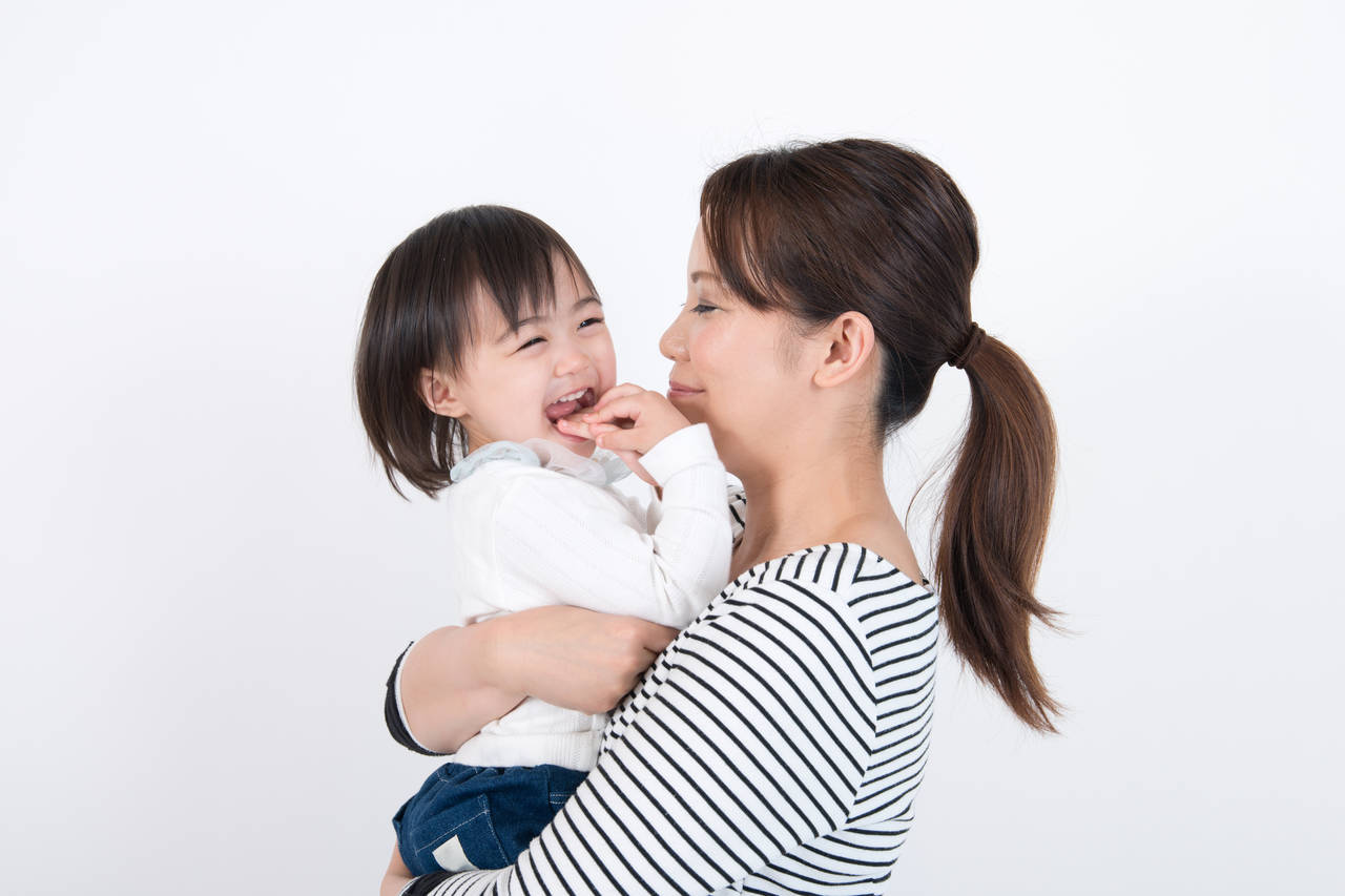 子どもを抱きしめる幸せを味わおう!得られる効果や実践アイデア