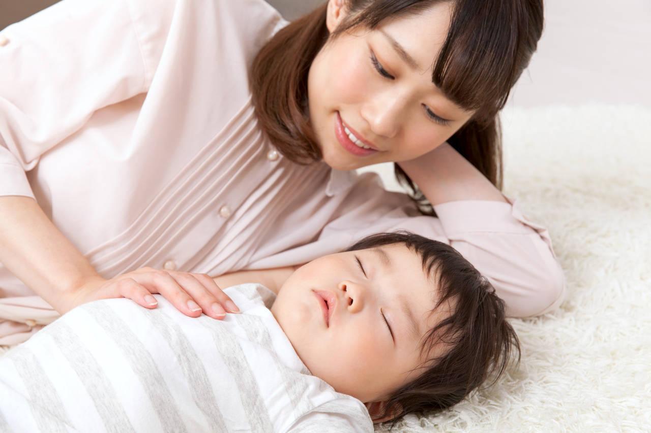 子どもとの添い寝は暖かいだけじゃない!嬉しい効果と卒業する時期