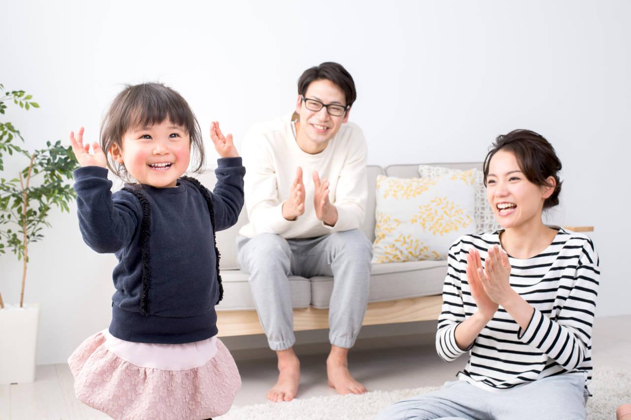 子どもと一緒に楽しい歌を歌おう!童謡や親子でできる手遊び歌を紹介