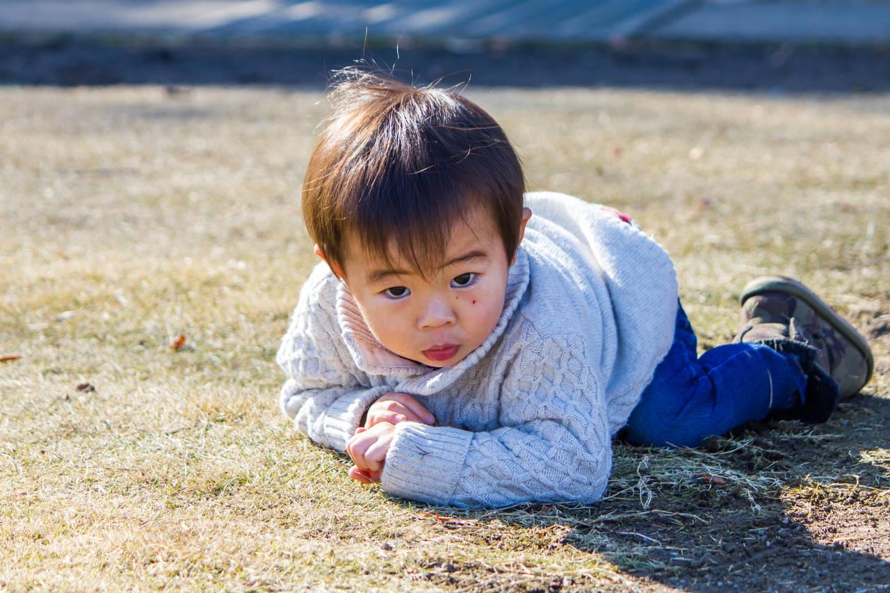 子どもが転ぶのに泣かない理由とは?病気の可能性やケガの対処法