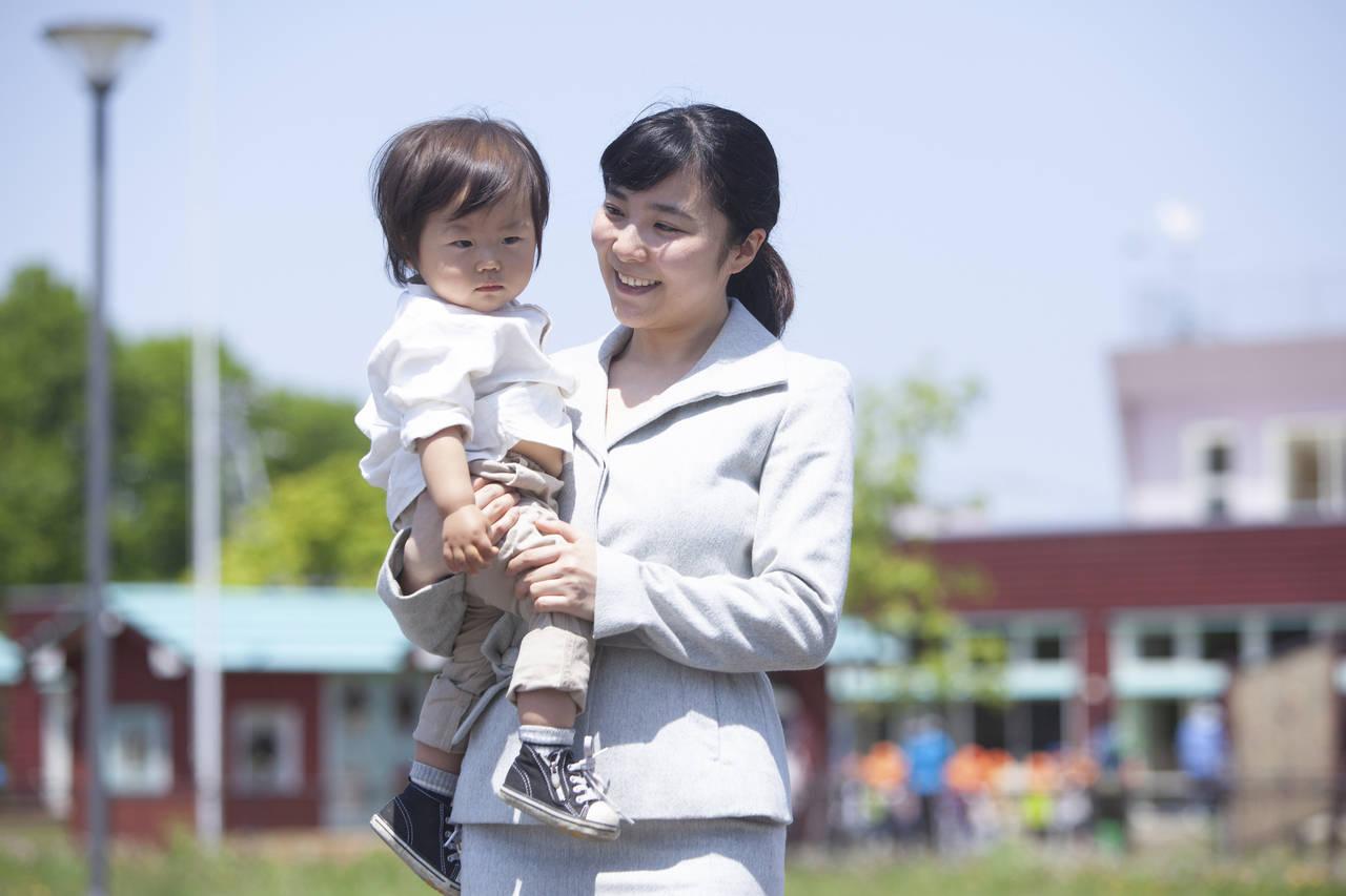 転勤先で子どもを保育園に入れるには?必要な手続きと現状の問題