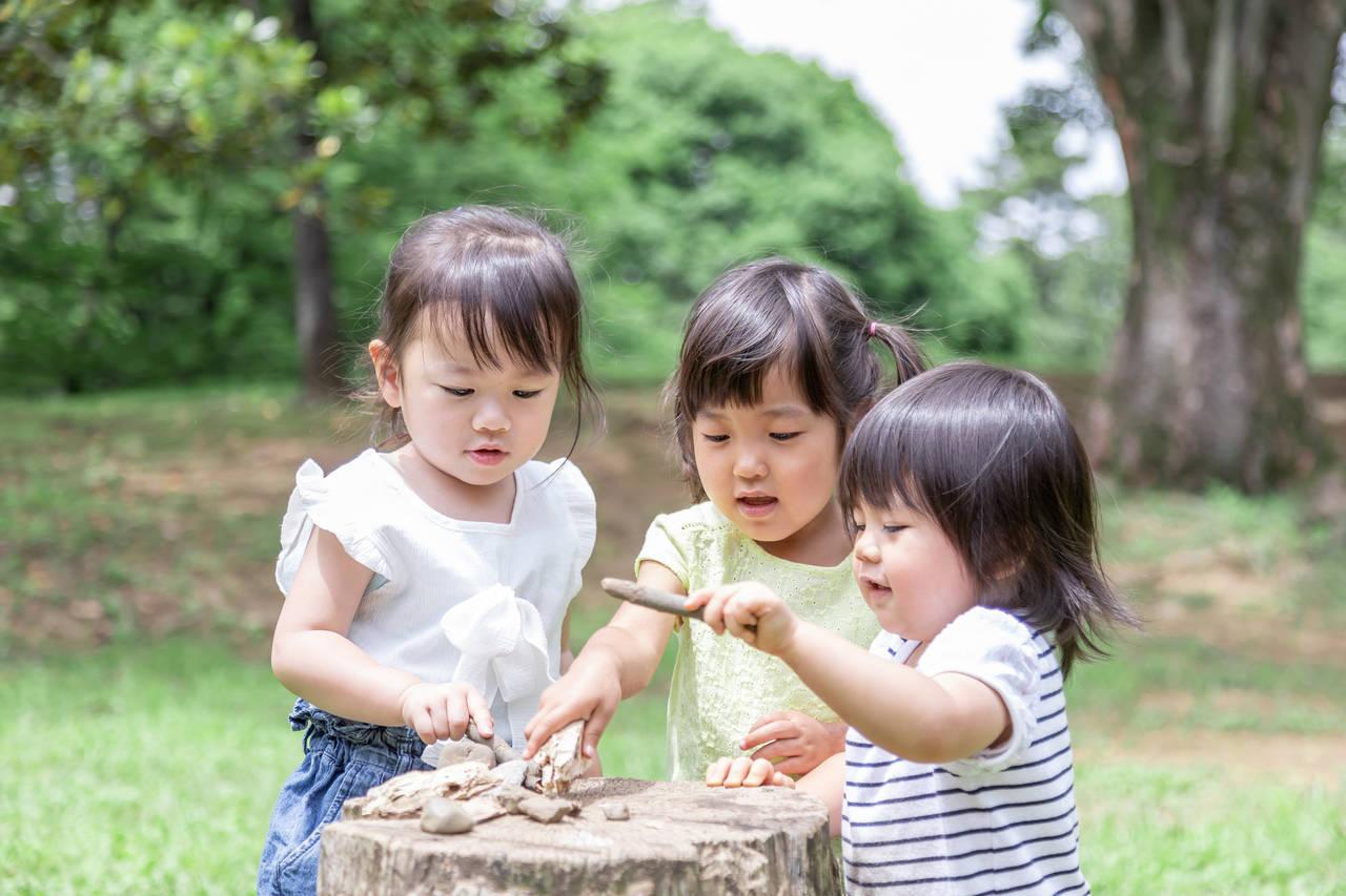3人目の子どもも一緒に外遊び!ストレスなく遊ぶコツや安全対策