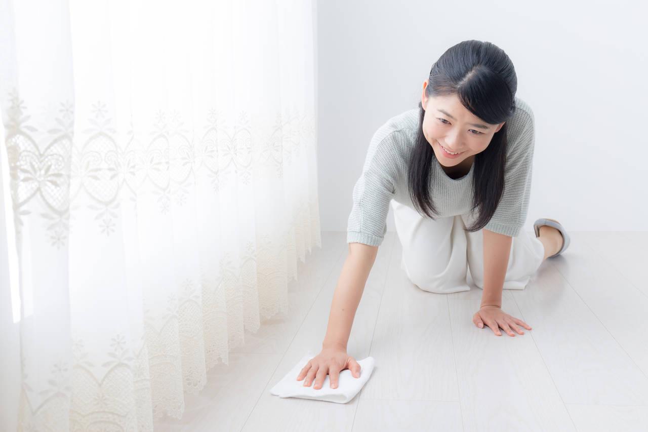効果的な床掃除のやり方は水拭きにあり!メリットと汚れごとの対策
