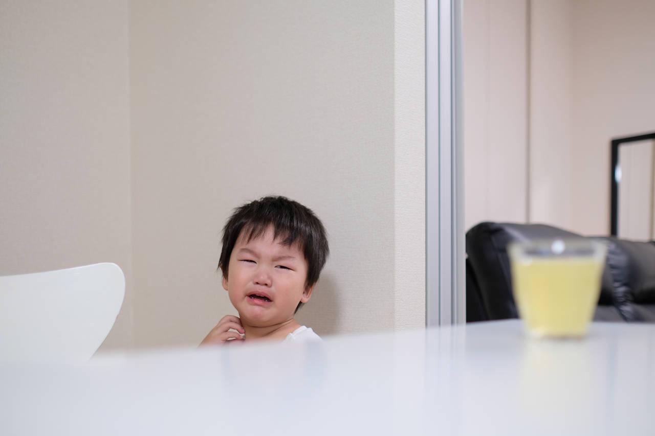 子どもが長く泣く三つの理由とは?対処法やスマホを使うときの注意点