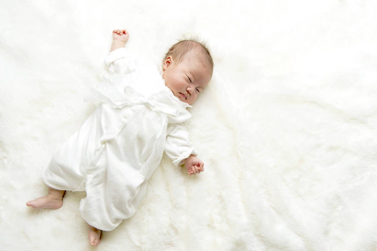 赤ちゃんの服はいつから必要?揃えるタイミングと長持ちさせるコツ