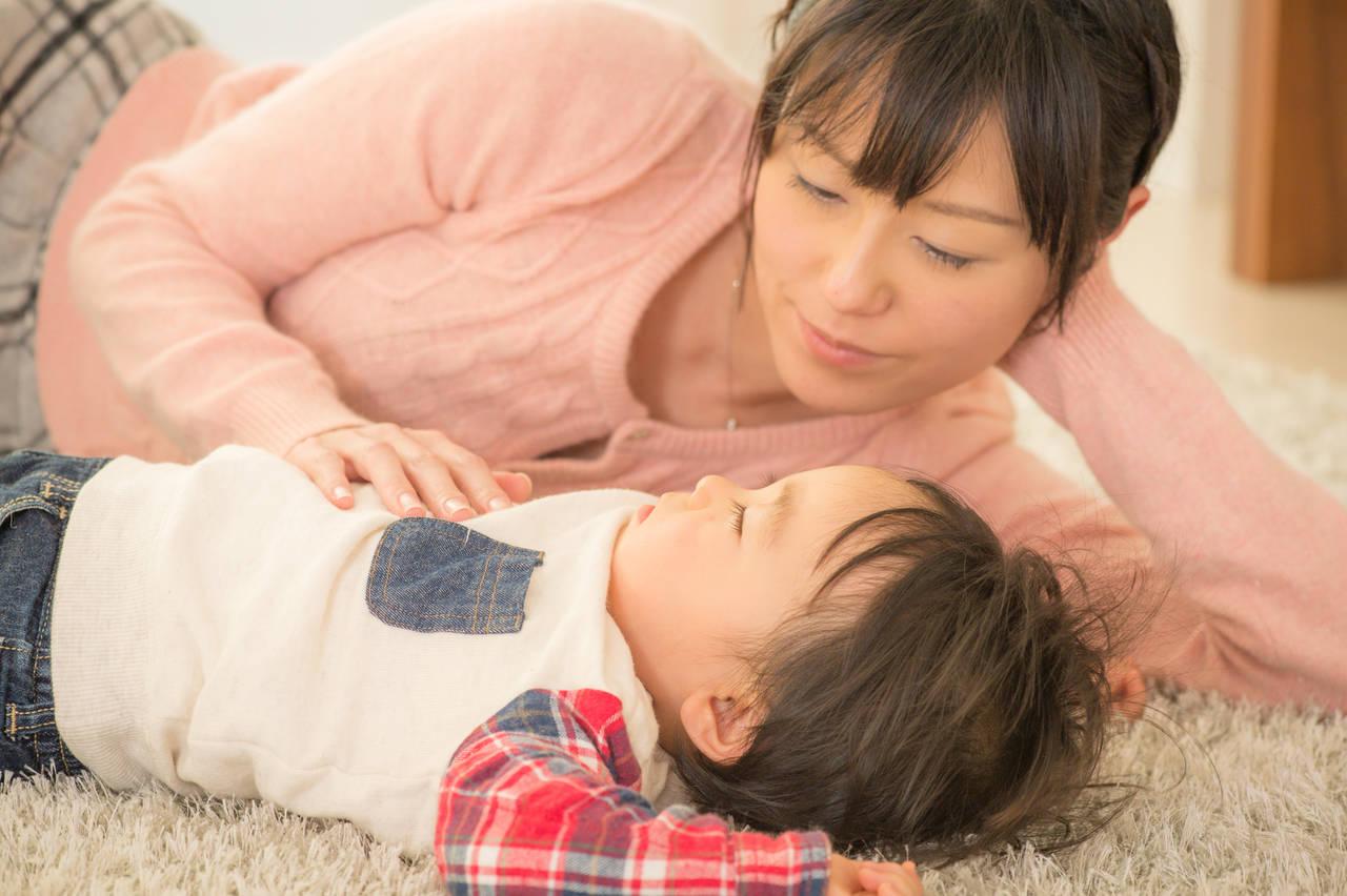 添い乳なしで寝かしつけしよう!卒乳後に子どもを上手に寝かせるコツ