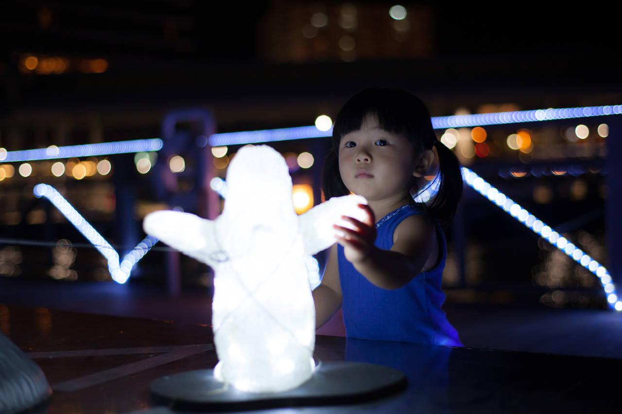 子どもとの夜の散歩は非常識?安全に気をつけて親子で散歩を楽しもう