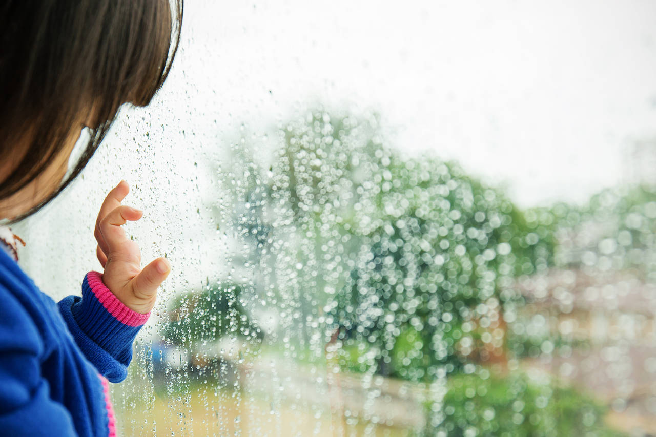 雨の日の2歳児との遊び方を知ろう!親子で楽しむ家遊びやお出かけ