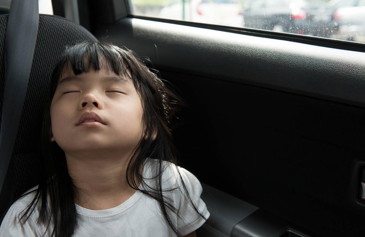 車内への子どもの置き忘れは危険!子どもの命を守るための予防策