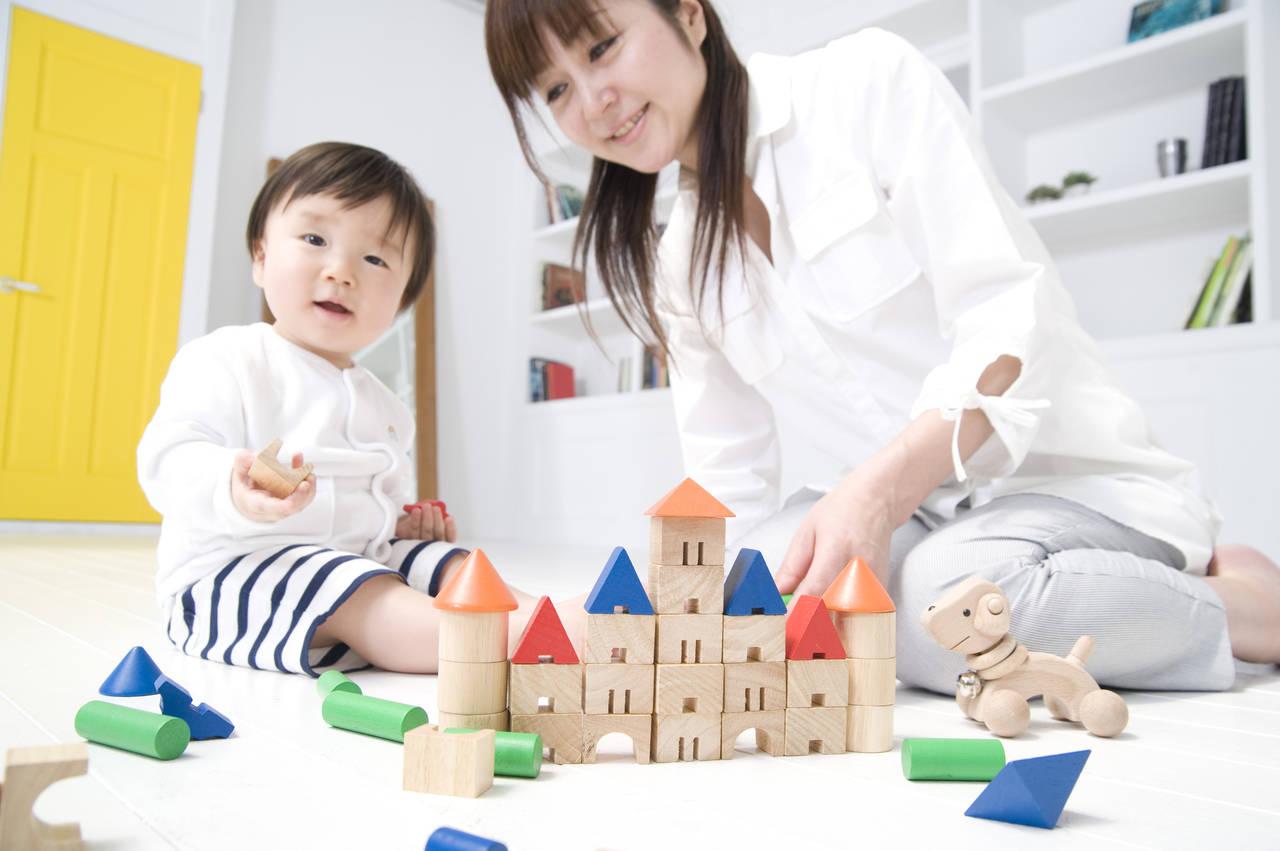 1歳の子どもと積み木で遊ぼう!積み木の知育効果や遊び方のヒント
