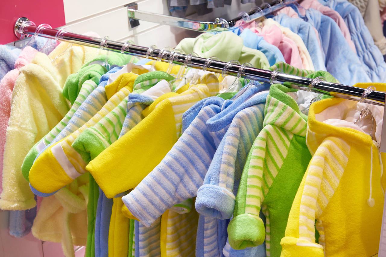 赤ちゃん服にアウトレットを活用!通販サイトや店舗で上手な買い物を