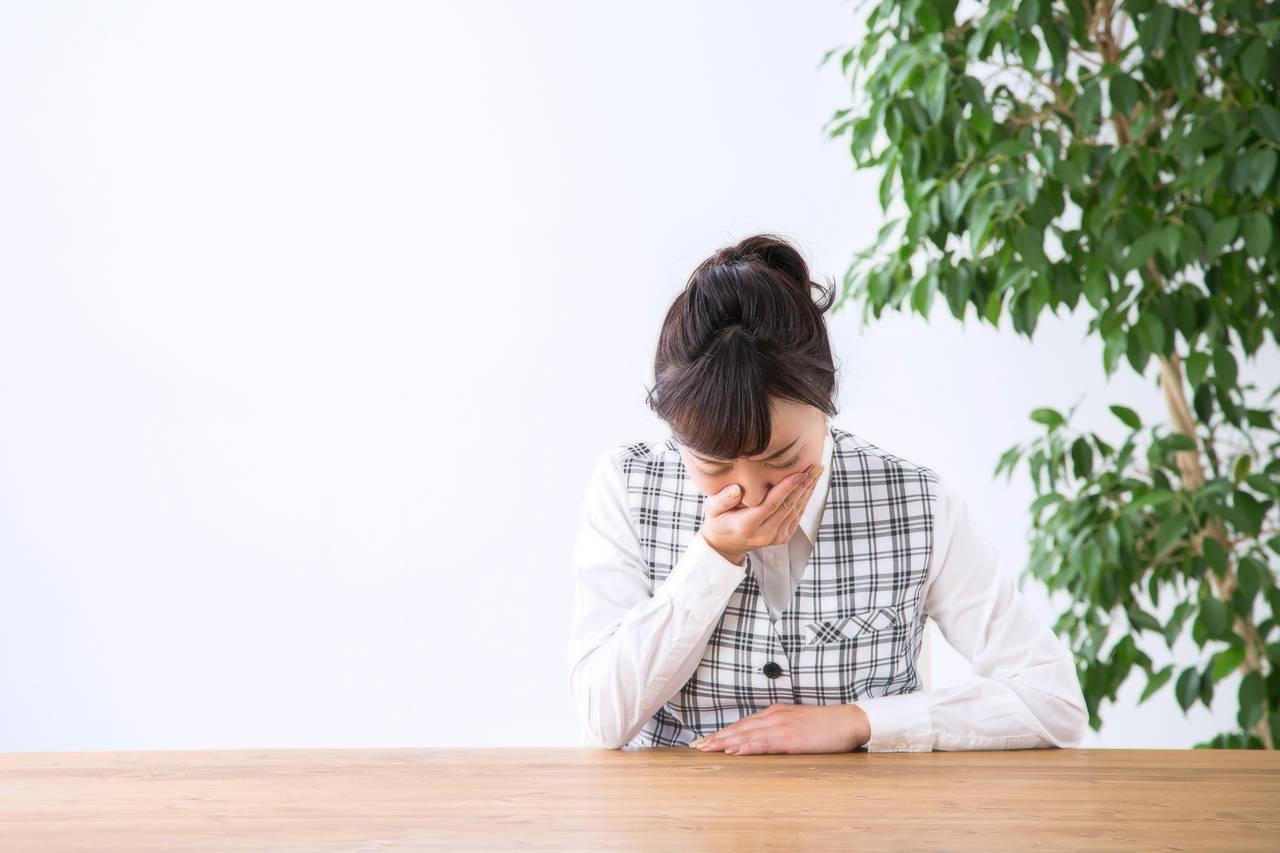 仕事の長い会議中につわりが!つわりの症状と乗り切るコツとは