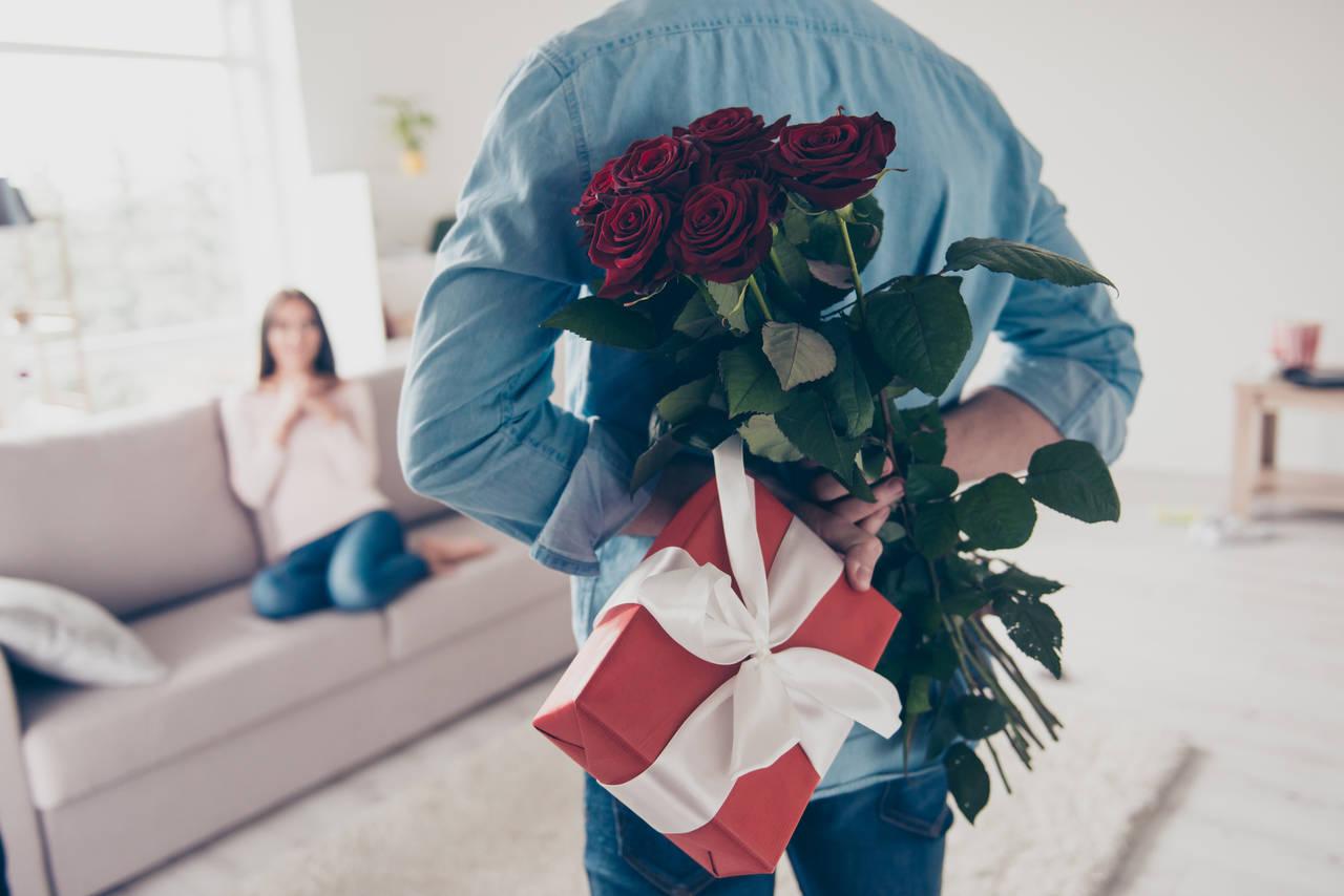 結婚記念日プレゼントで一目おかれる!喜ばれるプレゼントの選び方
