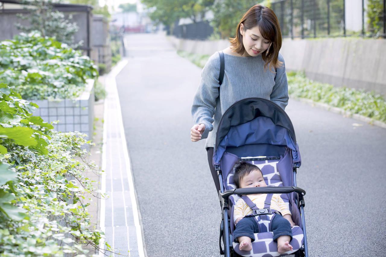 ベビーカーで赤ちゃんとお出かけ!月齢や季節で外出時間を考えよう