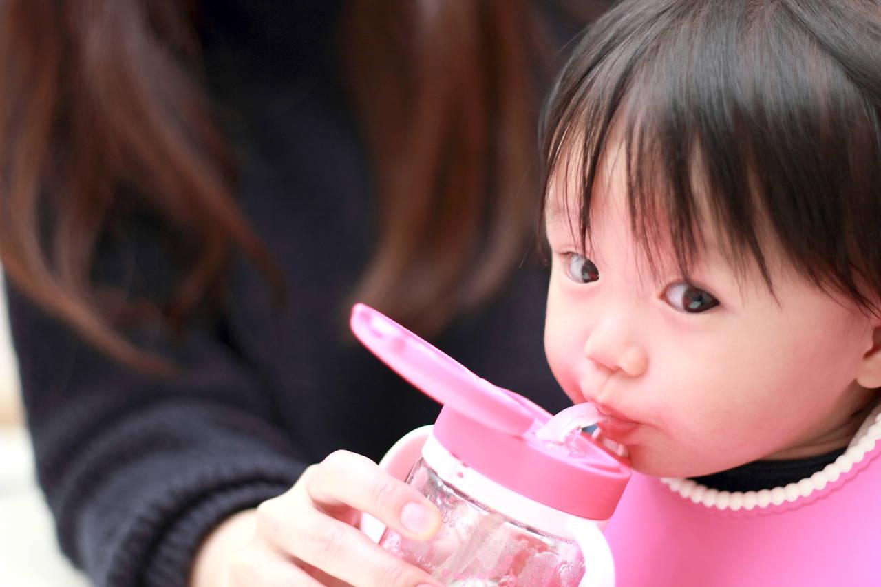 子どもがストローで飲めるようになる教え方。タイミングと練習方法