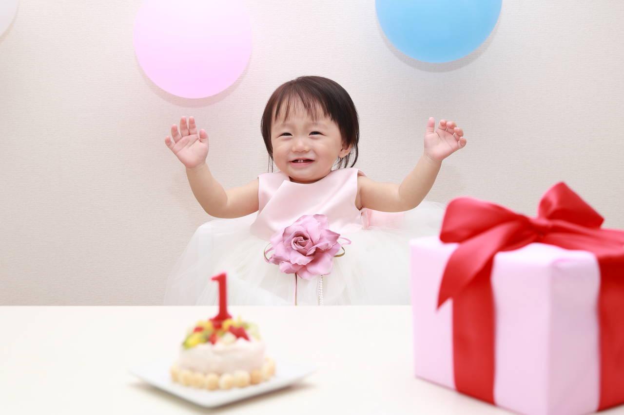 1歳の誕生日プレゼント決定版!女の子が喜ぶ人気アイテム9選