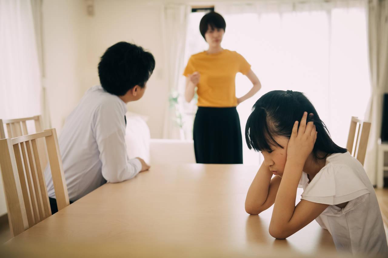 子どもの前で夫婦喧嘩をしてしまう!子どもの心に与える影響と対処法