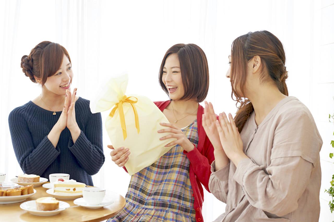 出産祝いはママ用コスメで決まり!産後もキレイを維持するプレゼント